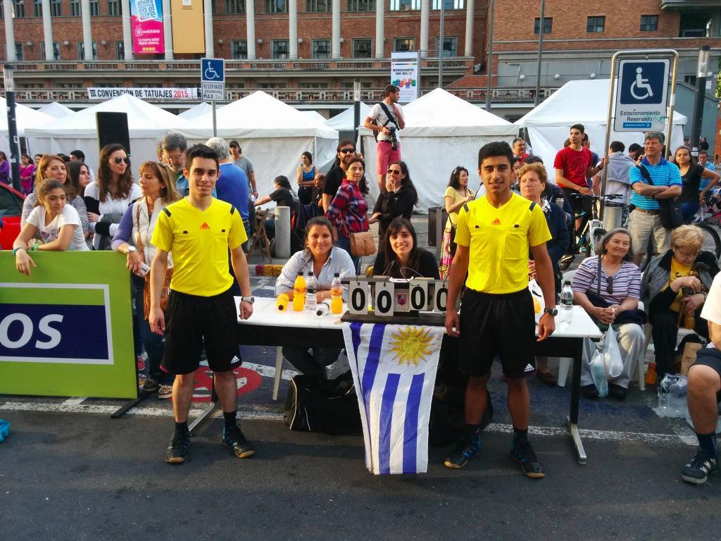 347-uruguay-handball-en-la-calle-in-front-of-city-hall-montevideo-street-handball10