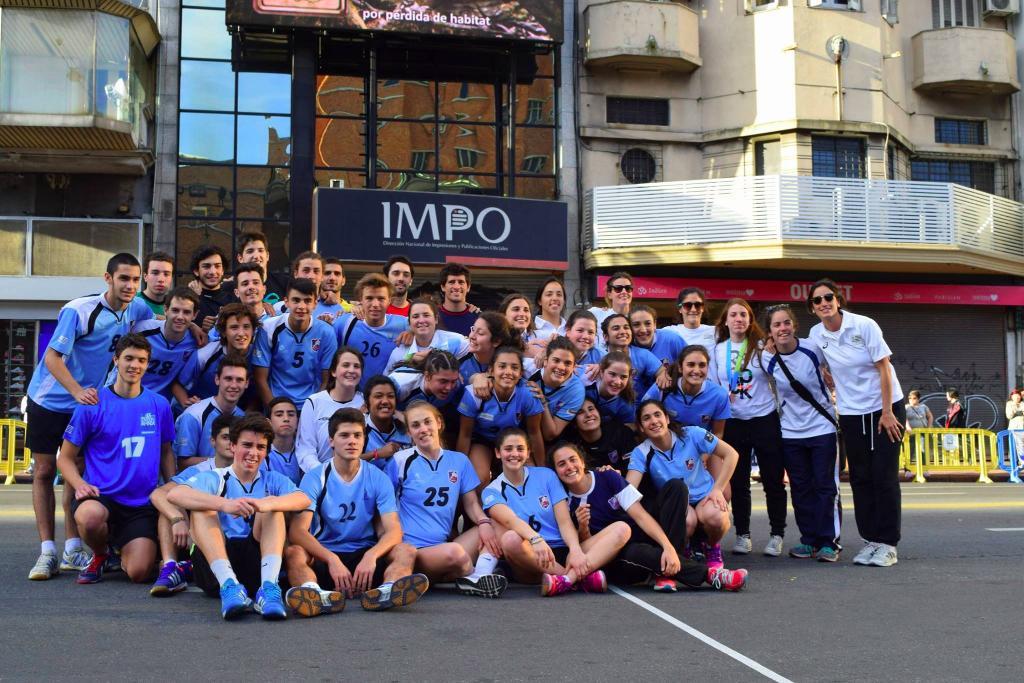 347-uruguay-handball-en-la-calle-in-front-of-city-hall-montevideo-street-handball13